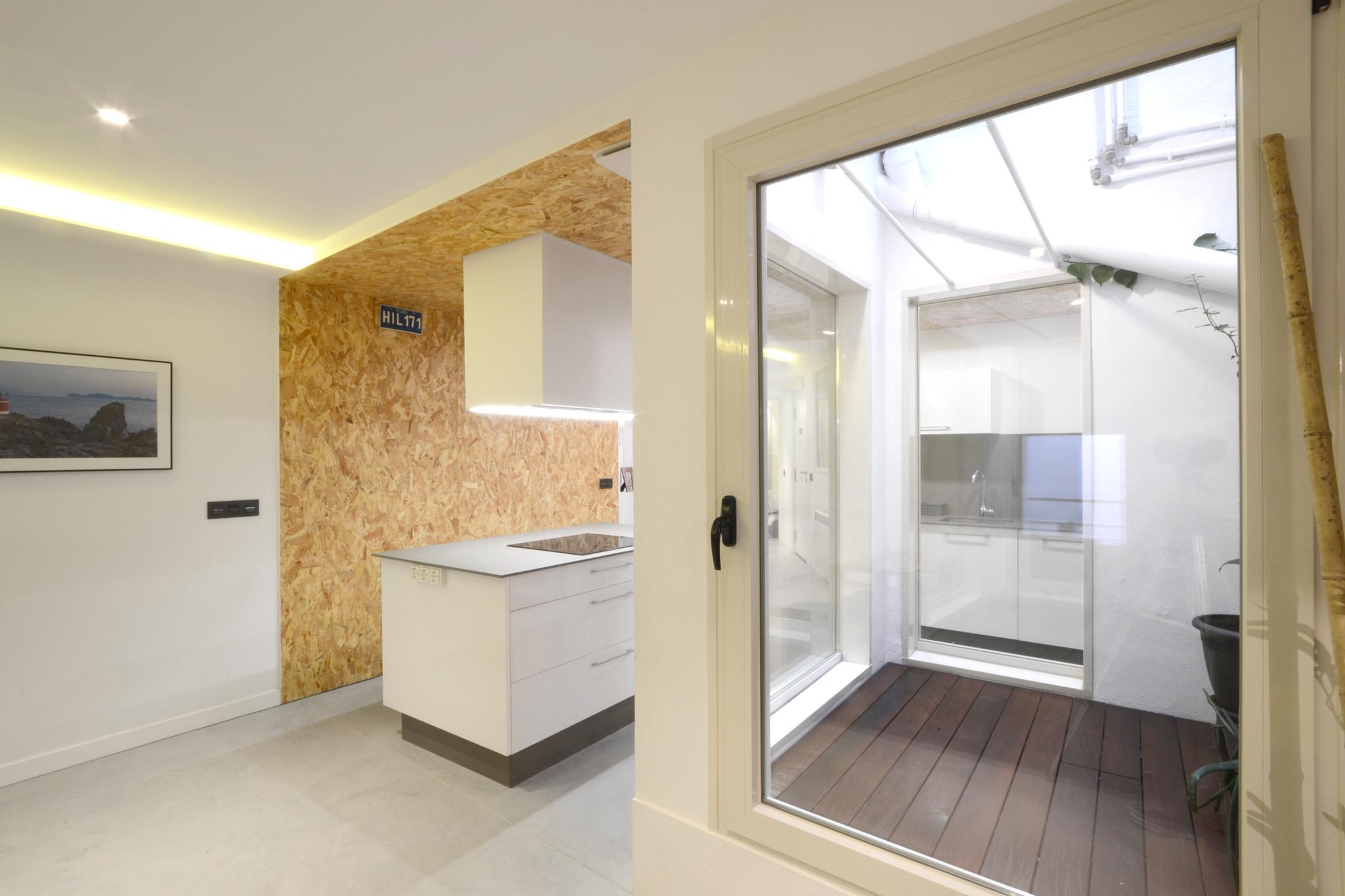 Iluminando un piso en semisoto liqe arquitectura - Precio reforma fontaneria piso ...