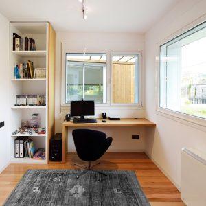 Mesa para ordenador en despacho vivienda en Mondariz