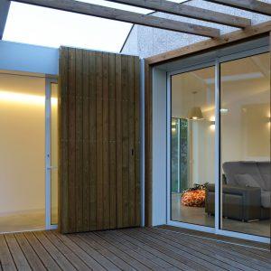Pérgola de acceso a vivienda en Mondariz en madera de pino