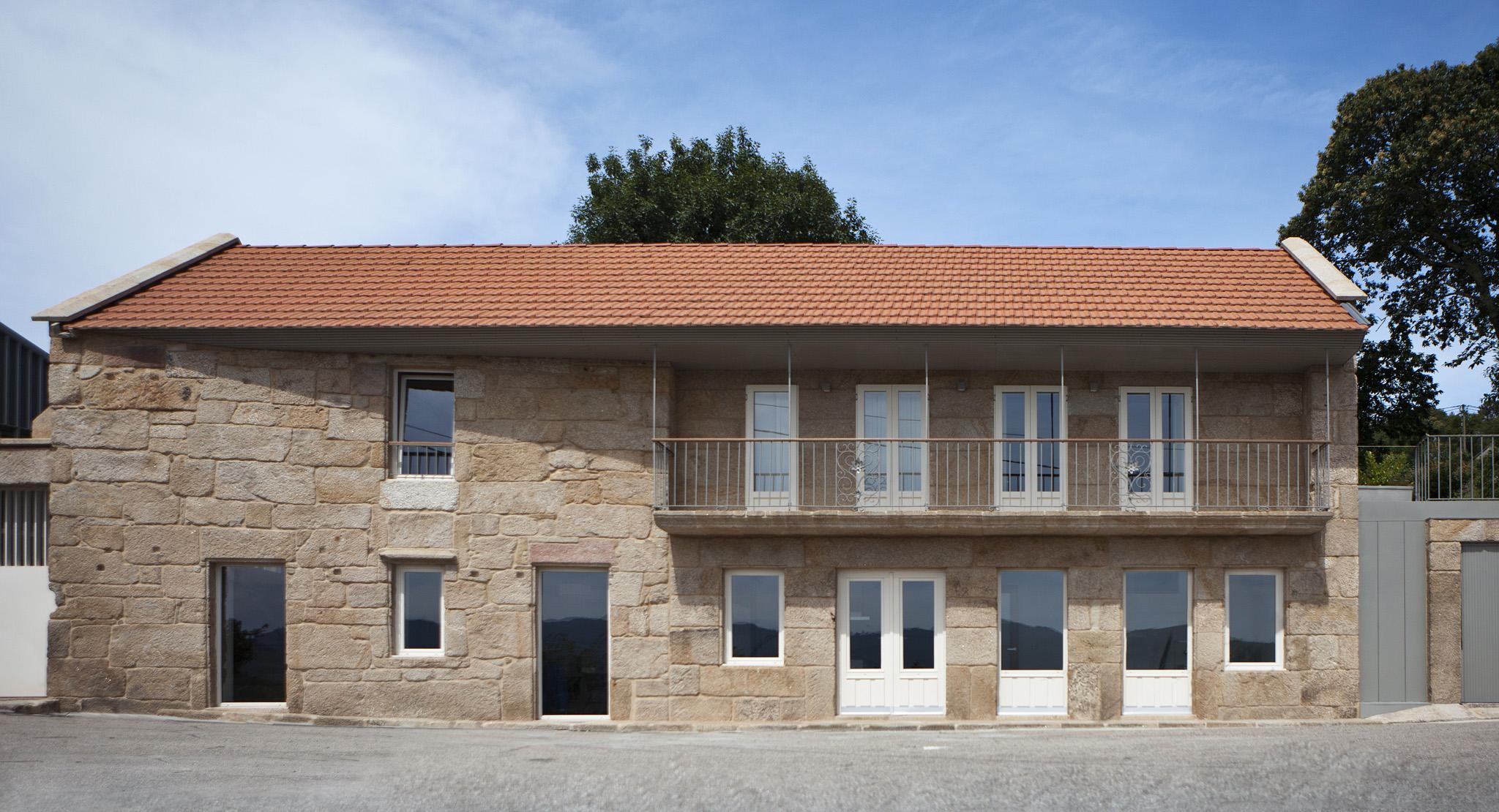 Rehabilitacion vivienda tradicional moscoso fachada piedra for Fachada tradicional