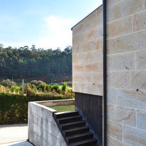 Escalera exterior de vivienda unifamiliar en Vilaboa